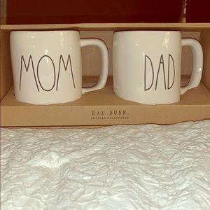 """*BRAND NEW* Rae Dunn """"Mom and Dad"""" mug set"""